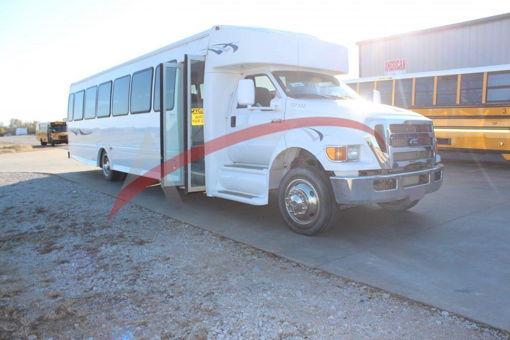 Coach Bus 2015 Ford Starcraft 44 Passenger